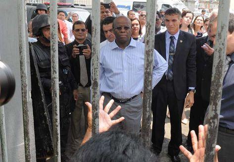 Ao vir a Manaus para o encerramento do Mutirão Carcerário 2013, o presidente do STF, Joaquim Barbosa, visitou a cadeia pública Raimundo Vidal Pessoa (foto de Euzivaldo Queiroz )